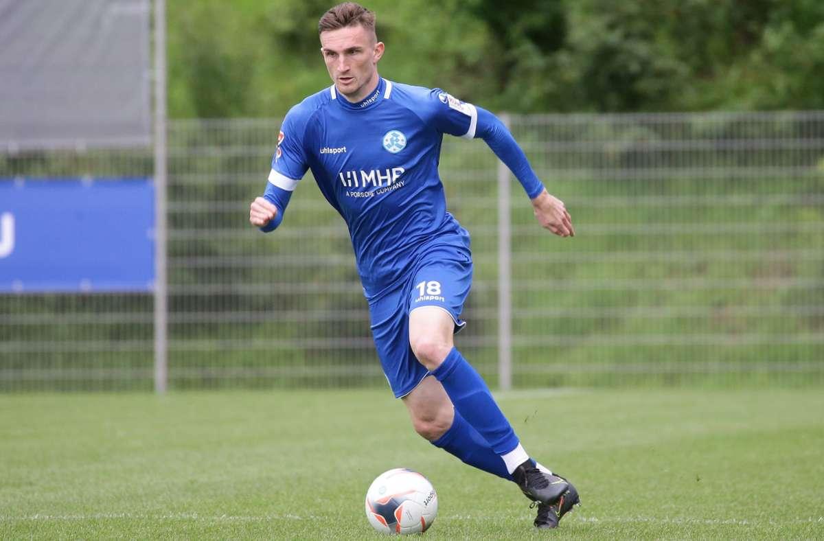 Die Kickers mit Niklas Kolbe wollen endlich wieder um Punkte spielen. Foto: Pressefoto Baumann/Hansjürgen Britsch
