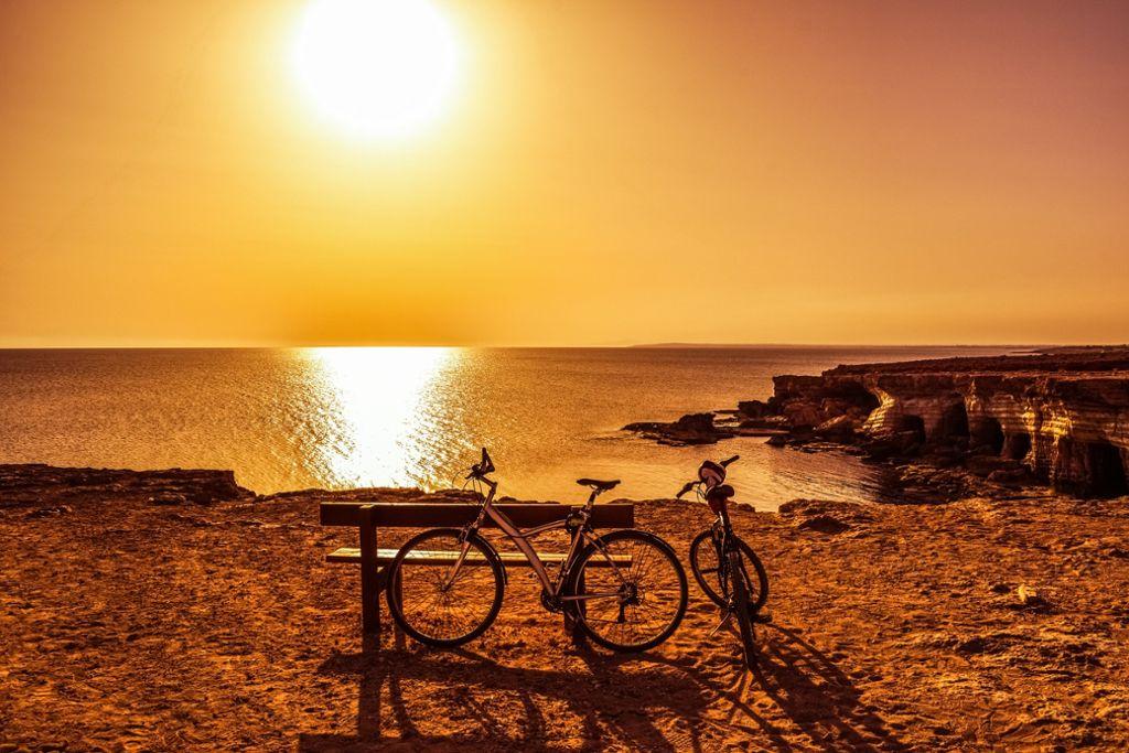 Der spektakuläre Ausblick aufs Mittelmeer gehört zu den Highlights beim Fahrradurlaub auf Zypern.  Foto: Pixabay