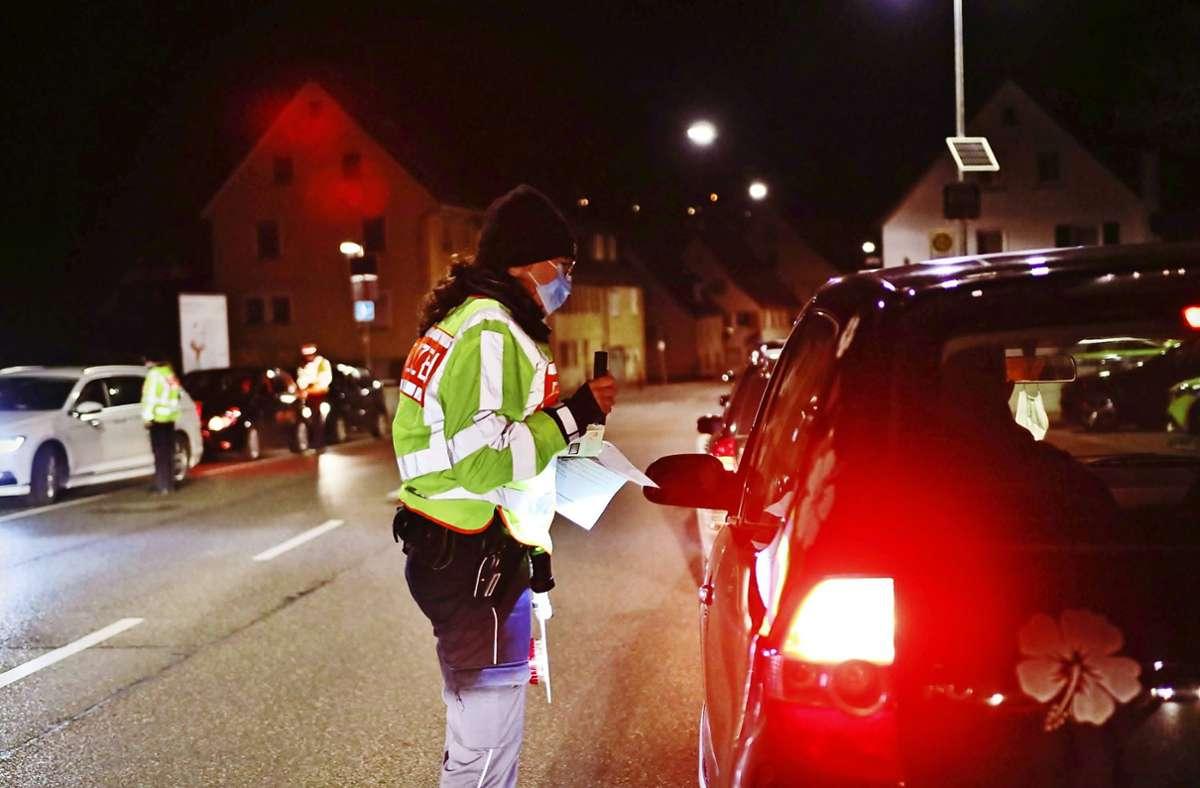 Die Polizei hat in der Nacht auf Donnerstag kontrolliert, ob die Ausgangsbeschränkungen befolgt werden. Foto: 7aktuell/Kevin Lermer