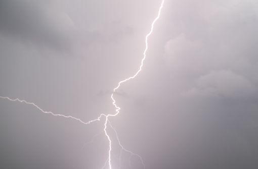 Video zeigt offenbar Tornado über Rheinland Pfalz