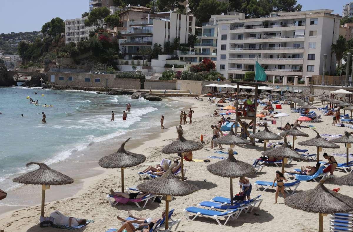 Nirgendwo in Spanien außer auf den Kanaren, die wegen niedrigerer Corona-Zahlen von der Reisewarnung ausgenommen wurden, sind die Menschen so sehr vom Tourismus abhängig wie auf den Balearen. Foto: dpa/Clara Margais