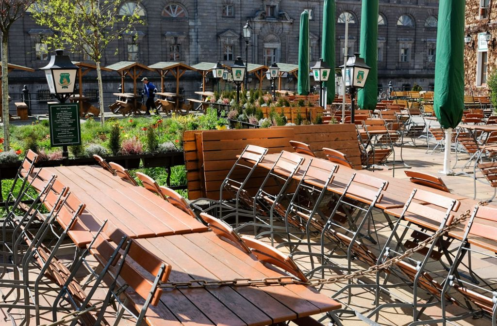 Leere Biergärten: Für die Gastronomie sieht es derzeit düster aus. Foto: dpa/Jens Kalaene