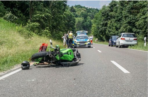 Zwei Motorradfahrer bei Unfall schwer verletzt