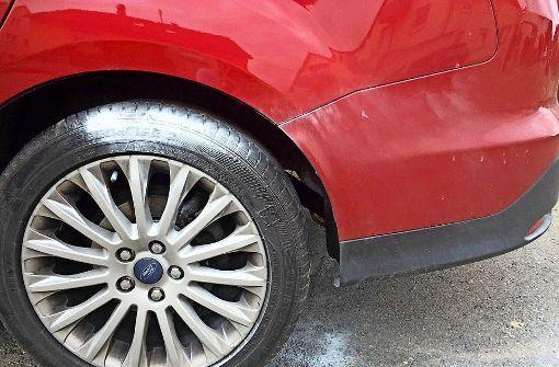 Rätselraten über weiße Spuren auf Reifen