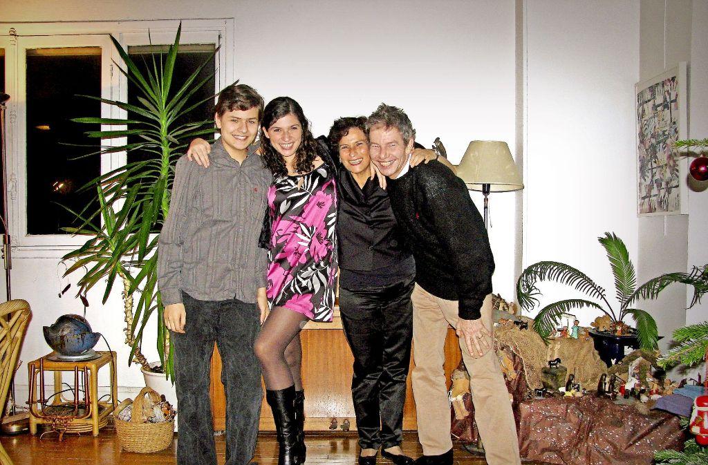 Familie Veiel 2009 in ihrer Pariser Wohnung Foto: Veiel