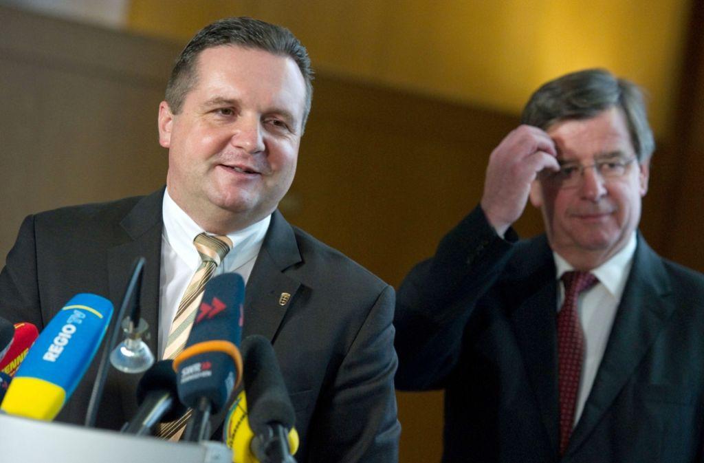 Bei der Bekanntgabe des EnBW-Deals Ende 2010: Mappus, Finanzminister Willi Stächele (rechts) Foto: dpa