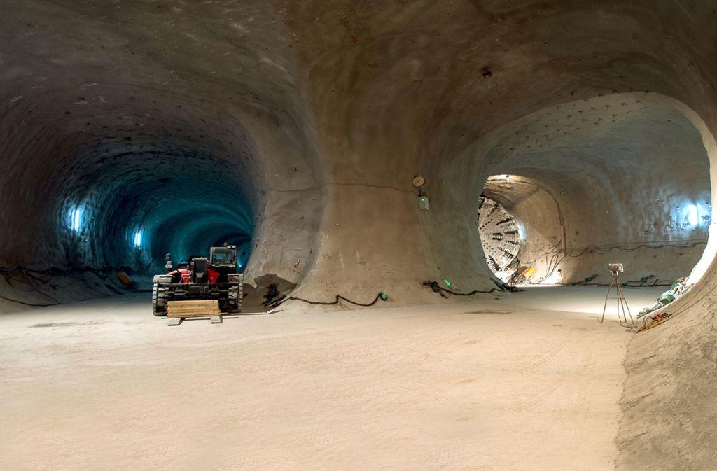 Eine Tunnelbohrmaschine steht in einem Tunnel des Bauprojekts Stuttgart 21. Der Bundesrechnungshof schließt bei der Bahn auch zweckwidrige Verwendungen der Bestandsmittel nicht aus, zum Beispiel beim vermutlich bis zu zehn Milliarden teuren Neubauprojekt Stuttgart 21. Foto: dpa