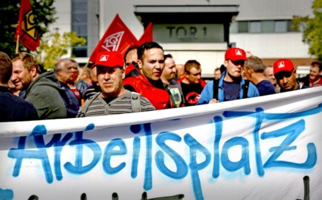 Die Beschäftigten des Sprinter-Werkes der Daimler AG in Düsseldorf  befürchten, dass 1800 der 6500 Stellen ins Ausland verlagert werden könnten. Foto: dpa