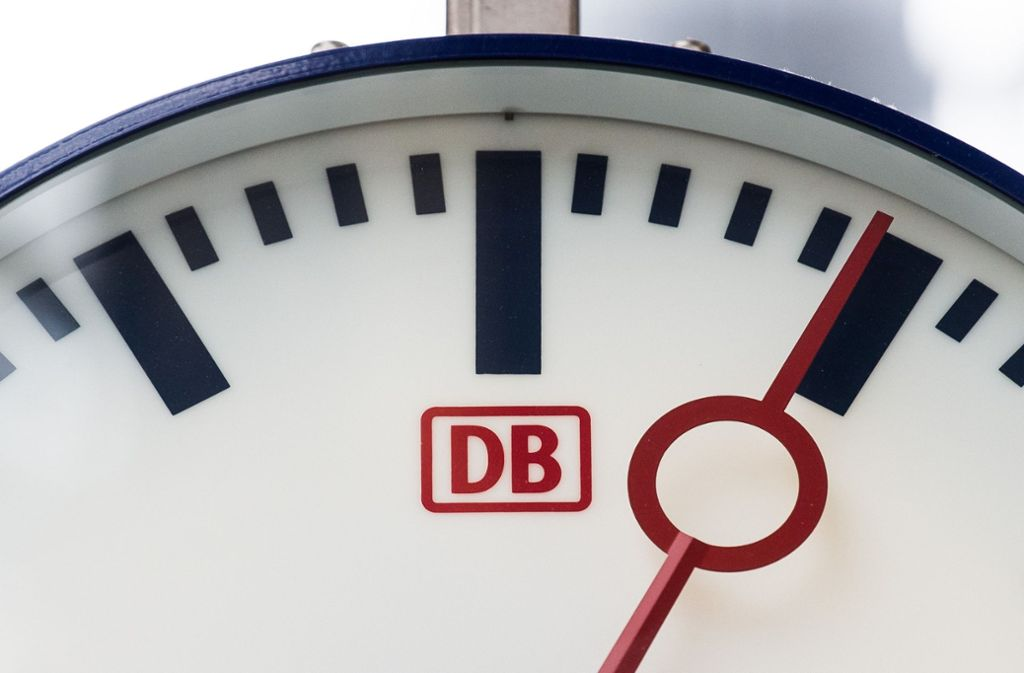 Von wegen pünktlich. In diesem Punkt hat die Deutsche Bahn großen Nachholbedarf – im Fern- und Regionalverkehr. Foto: dpa