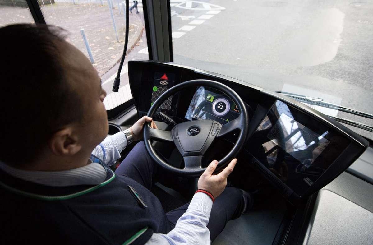 Busfahrer, Kita-Erzieherinnen und Co. sollen mehr Geld bekommen – trotz oder gerade wegen der Corona-Krise. Foto: dpa/Fabian Sommer