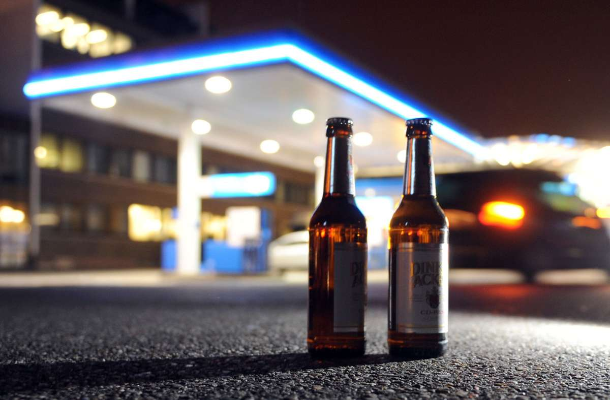 Die Mannheimer Polizei zeigt sich zufrieden mit dem Alkoholverkaufsverbot. (Symbolbild) Foto: dpa/Bernd Weißbrod
