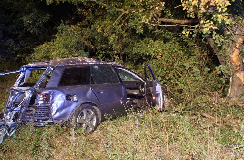 Der 36-Jährige prallte mit seinem Auto gegen einen Baum. Foto: SDMG