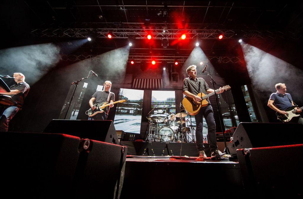 Die Band Kettcar bei ihrem Konzert an diesem Donnerstag im Theaterhaus in Stuttgart  Foto: Lichtgut/Christoph Schmidt