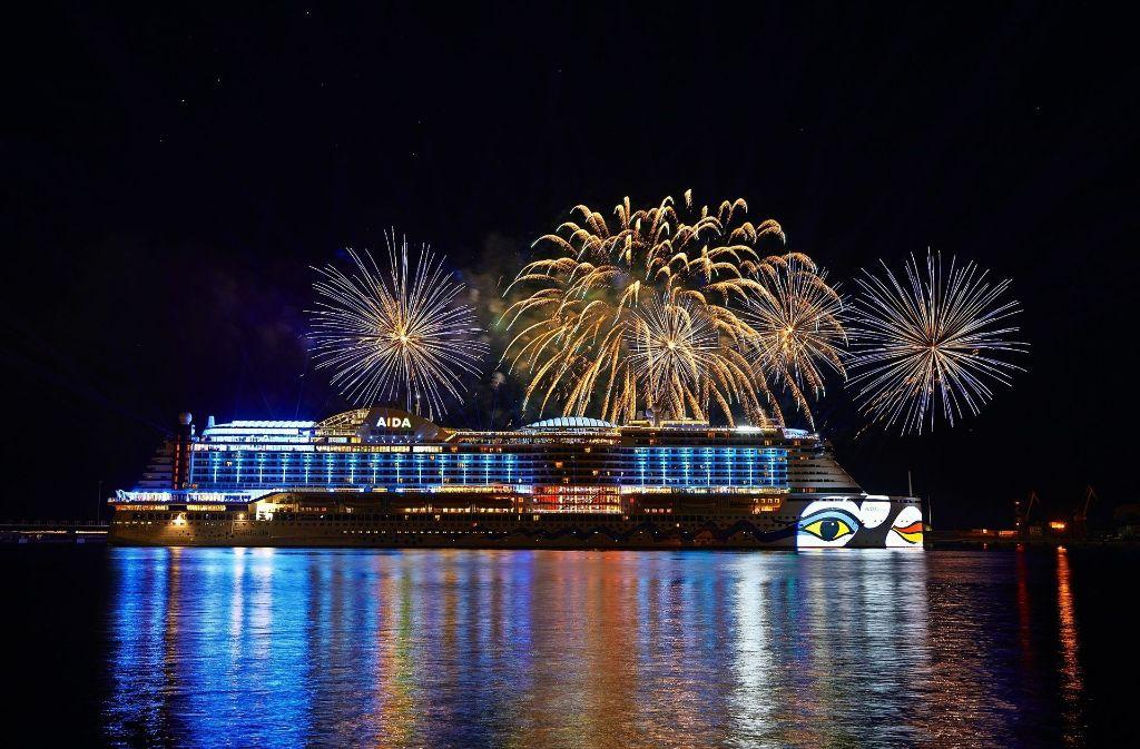 """Die Taufe der """"Aida Perla"""" wurde mit einen gewaltigen Feuerwerk gefeiert. Foto: Aida Cruises"""