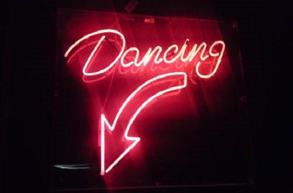 Kein Aufruf zum #Aufschrei, sondern ein Aufruf zum Tanz: Im Mai darf in der Bar Romantica noch gefeiert werden.  Foto: Bar Romantica