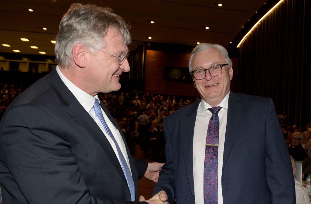 Gratulation vom Bundeschef: Bernd Gögel (r.) und Jörg Meuthen am Samstag in Heidenheim Foto: dpa