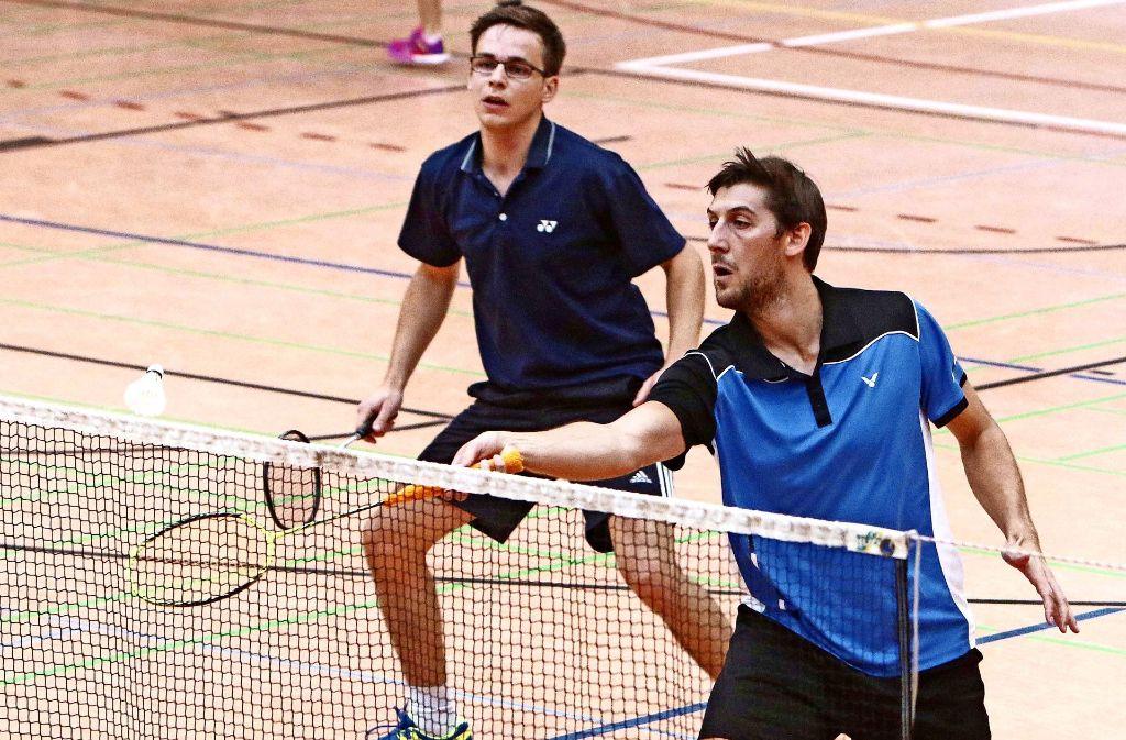 Die Korntaler Linus Ruf (links) und Philipp Espenschied haen im Doppel nach drei Sätzen das bessere Ende für sich. Foto: Andreas Gorr
