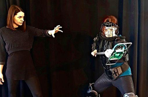 """Bernadette Hug (links) und Sorina Kiefer spielen im Musical """"Hexen"""" die Hauptrollen. Das Theater der Altstadt zeigt das Stück coronabedingt als Online-Stream."""