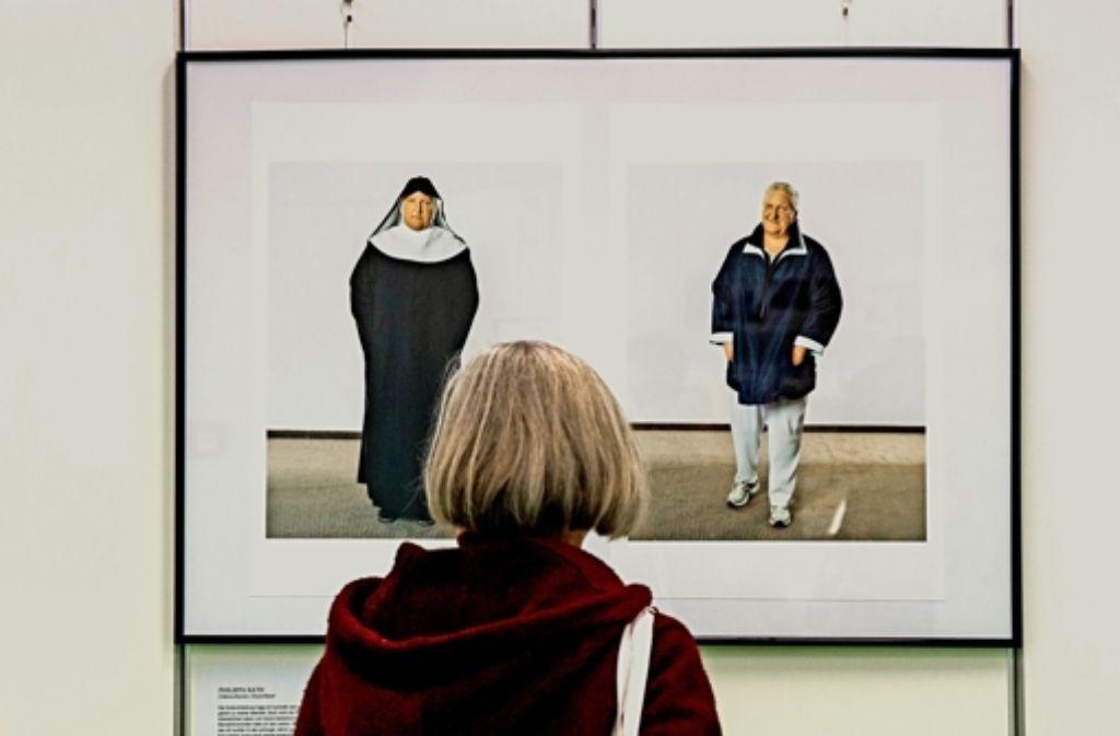 Die Ordensschwester Philippa Rath – links  in Ordenstracht, rechts in Zivilkleidung, die sie aber nur im Urlaub trägt. Foto: Frank Eppler