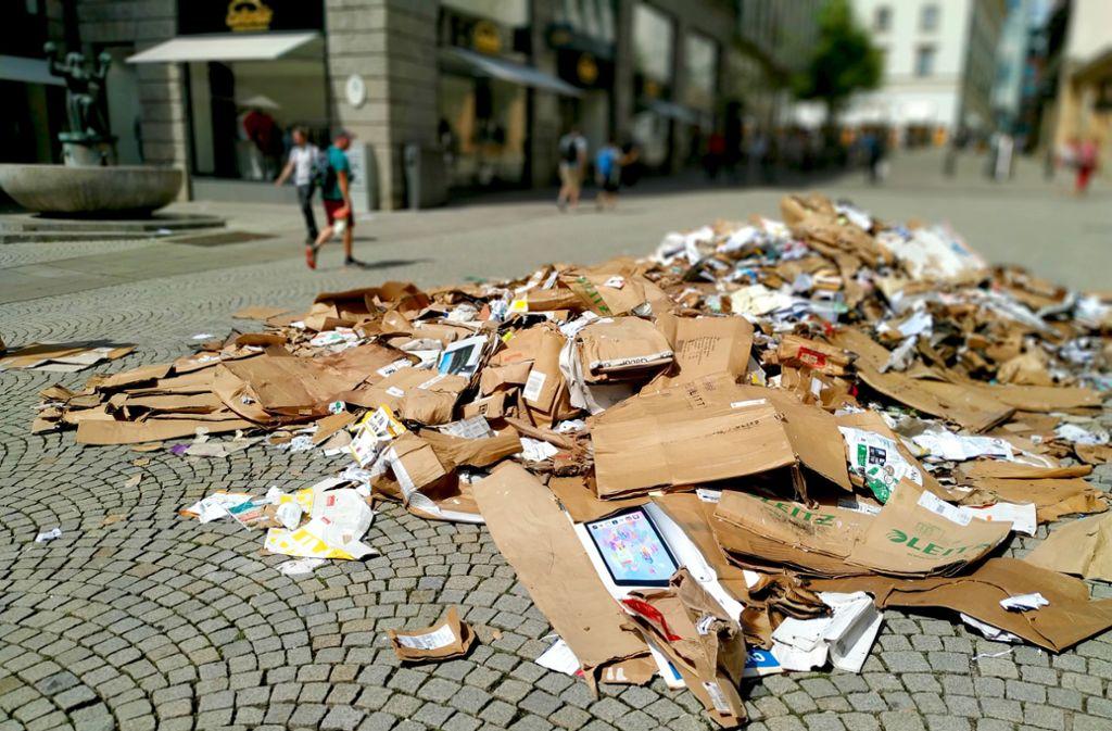 Der Müllberg an der Stiftstraße ist Passanten aufgefallen. Foto: Hans Jörg Wangner
