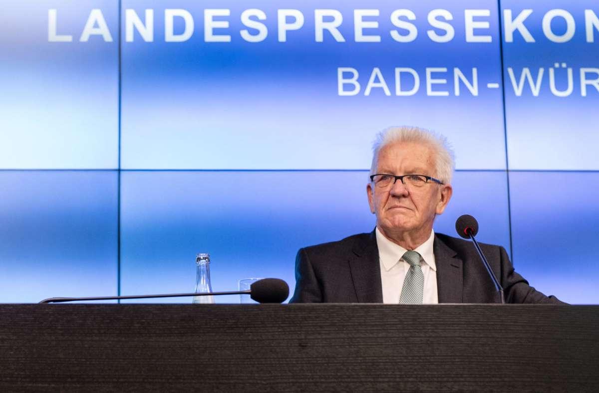 Mehr als 4000 Kommentare seien in 20 Stunden auf das Video des Ministerpräsidenten Winfried Kretschmann bei Facebook gefolgt. Foto: dpa/Christoph Schmidt