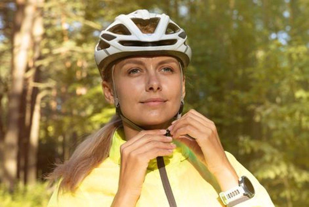 Positiv nach vorne schauen in Zeiten von Corona. Bei einer Fahrradtour geht das ganz besonders gut. Foto: Shutterstock/Andrew Makedonski