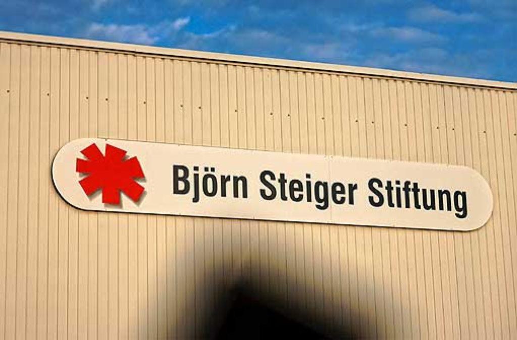 Ein Markenzeichen seit 40 Jahren: Name und Signet der Steiger-Stiftung. Foto: Stoppel