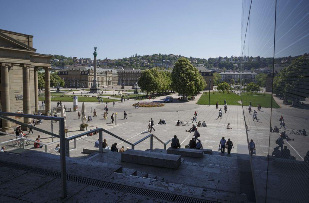 Blick auf den Schlossplatz bei Sonnenschein. Das Wetter am Pfingstmontag dürfte vergleichbar werden. (Archivbild) Foto: Lichtgut/Julian Rettig