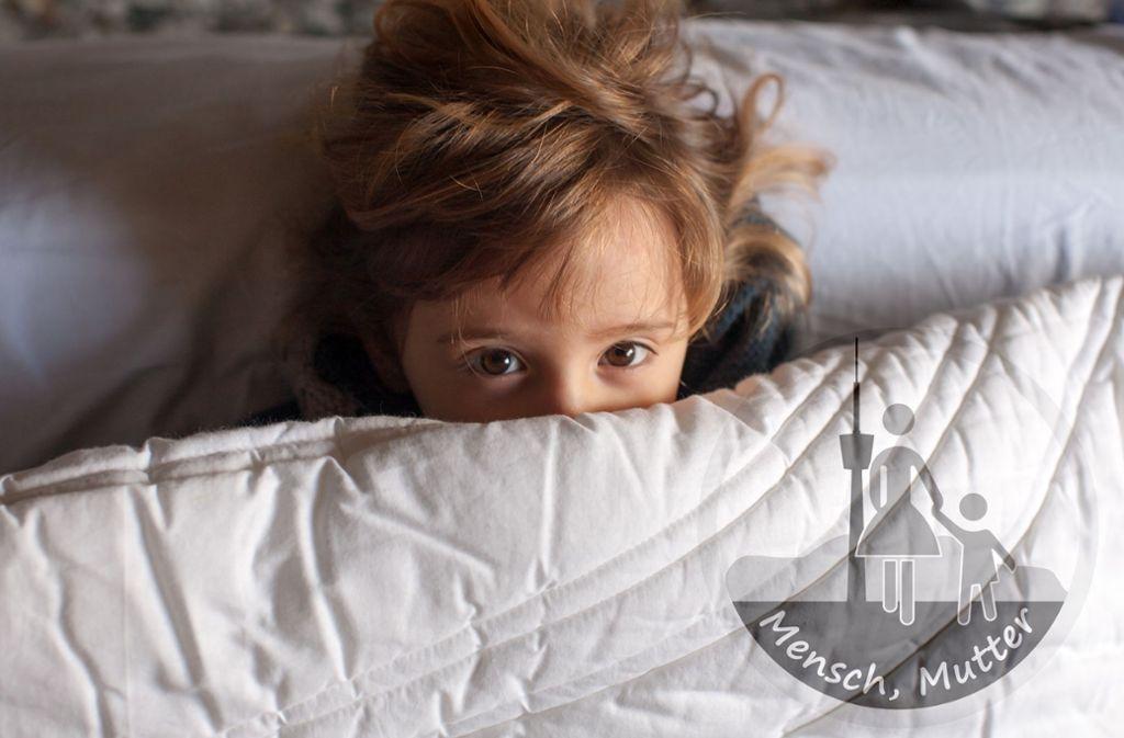Das Kind ist wach, die Eltern auch. Foto: Gianfranco Bella / Adobe Stock