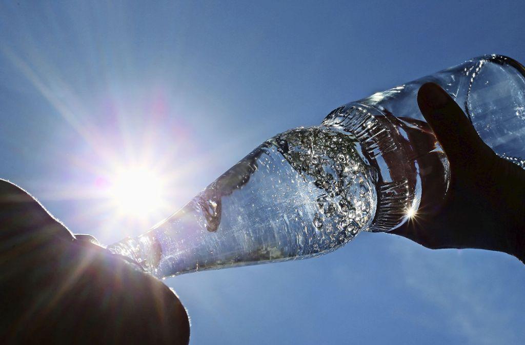 Der Mineralwassermarkt boomt – dennoch gab es zuletzt im Südwesten mehrere Brunnenschließungen. Auch Überkinger ist in Schieflage geraten. Foto: dpa/Karl-Josef Hildenbrand