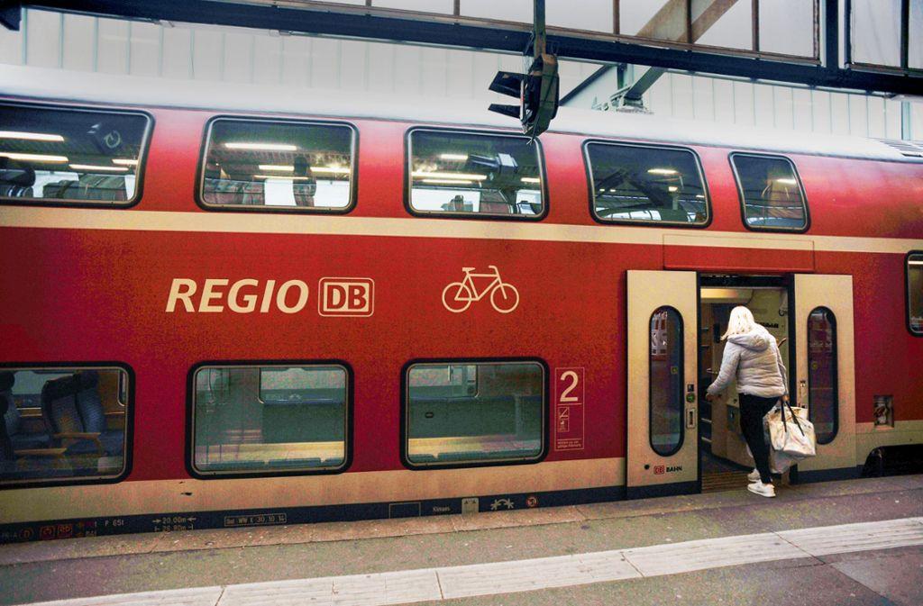 Das Land rechnet bis 2030 mit deutlich mehr Fahrgästen, es will  deshalb neue Doppelstockzüge mit sehr breiten Türen bestellen.Fotos: Lichtgut/Max Kovalenko Foto: