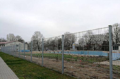 Bebauung im Park im ehemaligen Freibad