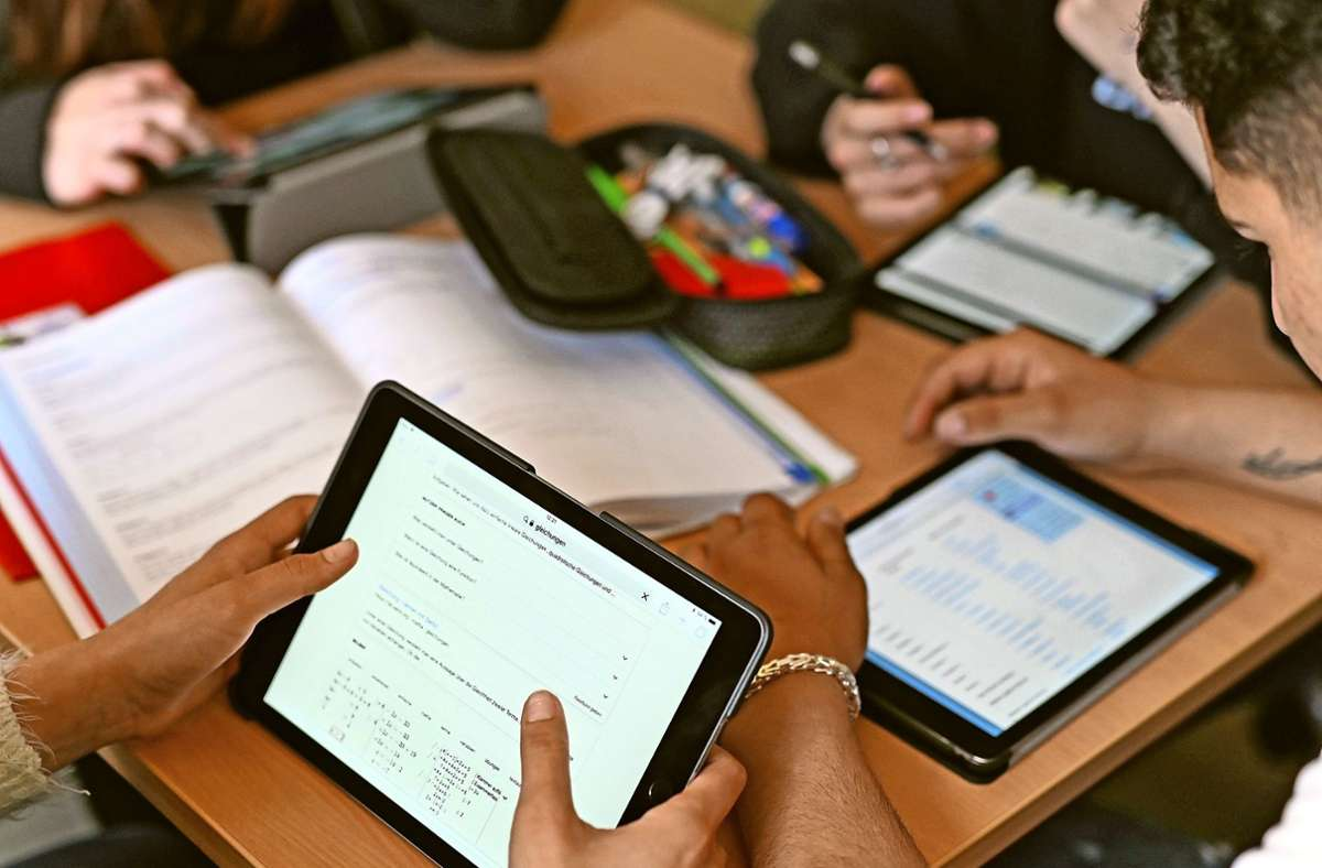 Auch die Digitalisierung des Bildungsbereiches war eines der Themen bei der ersten digitalen Zukunftswerkstatt von Filderstadt. Foto: dpa/Uli Deck