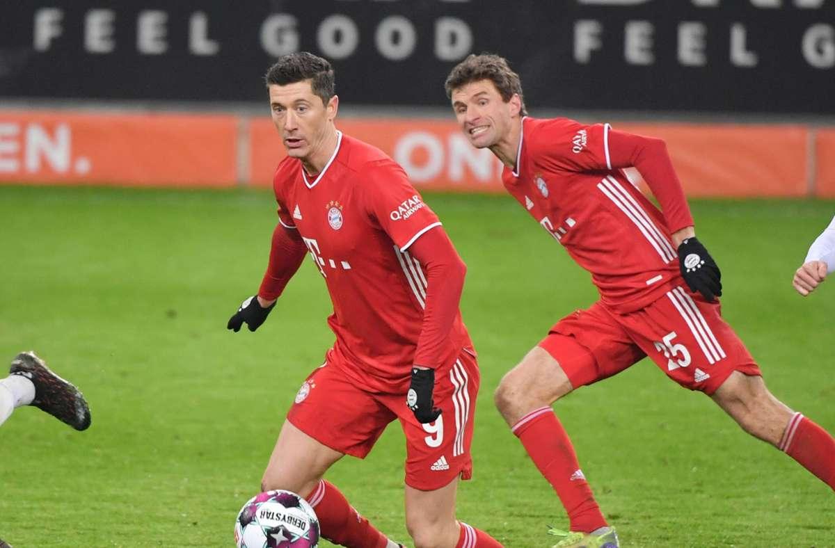 Lewandowski (rechts) schraubte seine Rekordausbeute in der Hinrunde einer Saison weiter hoch, Müller seine Vorlagenbilanz. Foto: Imago/Maik Hölter/TEAM2sportphoto