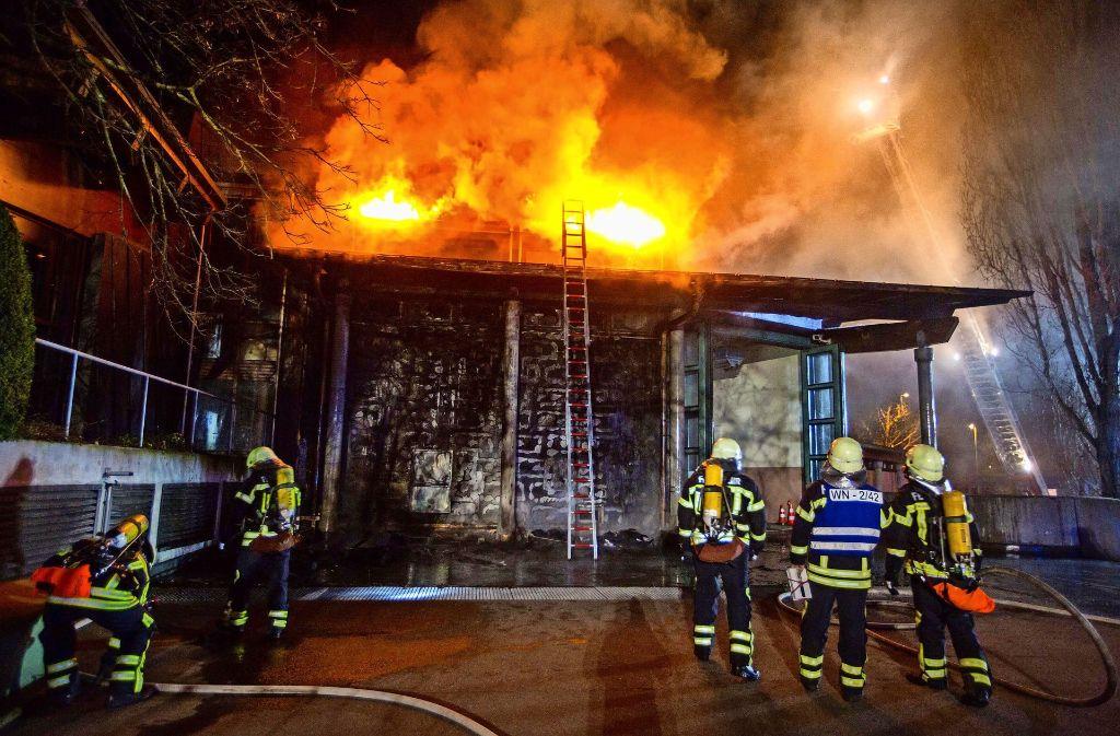 Die Brandstiftung am Waiblinger Bürgerzentrum (Archivbild) ist vielen in Erinnerung. Doch wie oft schlagen Feuerteufel im Rems-Murr-Kreis wirklich zu? Foto: 7aktuell.de/Simon Adomat
