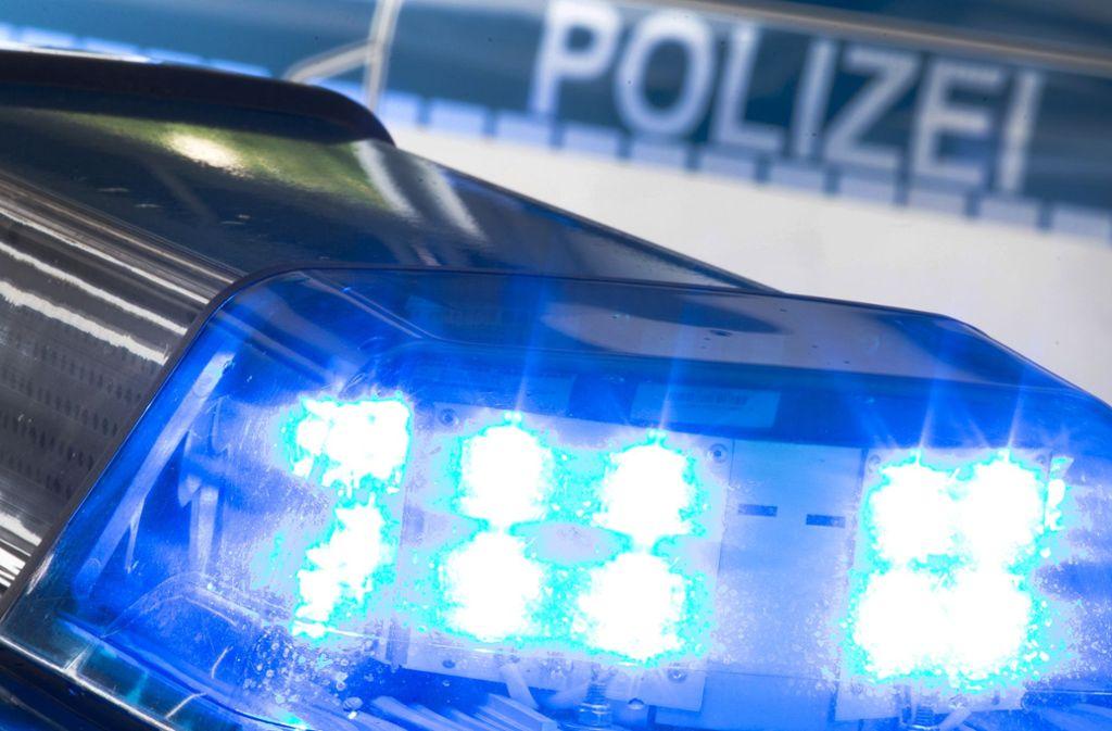 Gas und Bremse verwechselt – Polizei und Feuerwehr rückten zu dem Unfall auf der Europastraße in Nürtingen aus. Foto: Friso Gentsch/dpa/Friso Gentsch