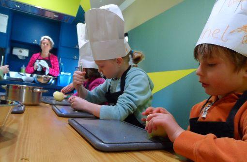 Kinder lernen den Spaß am Kochen