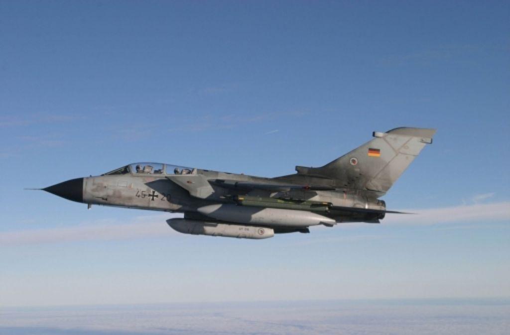 Ein IDS-Tornado des Aufklärungsgeschwaders 51 «Immelmann». Solche Kampfflugzeuge sollen bald Gebiete in Syrien und im Irak erkunden. Foto: dpa