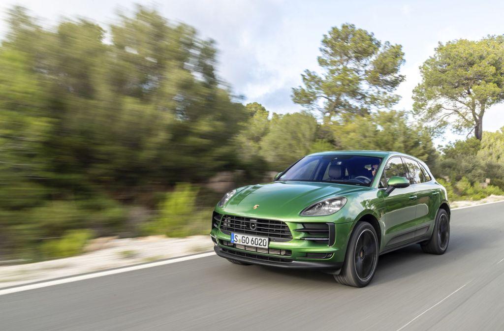 Wer als Dienstwagen einen Porsche fahren will, hier das Modell Macan, muss im Durchschnitt fast 190000 Euro im Jahr verdienen, so eine Untersuchung. Foto: z/Auto-Medienportal