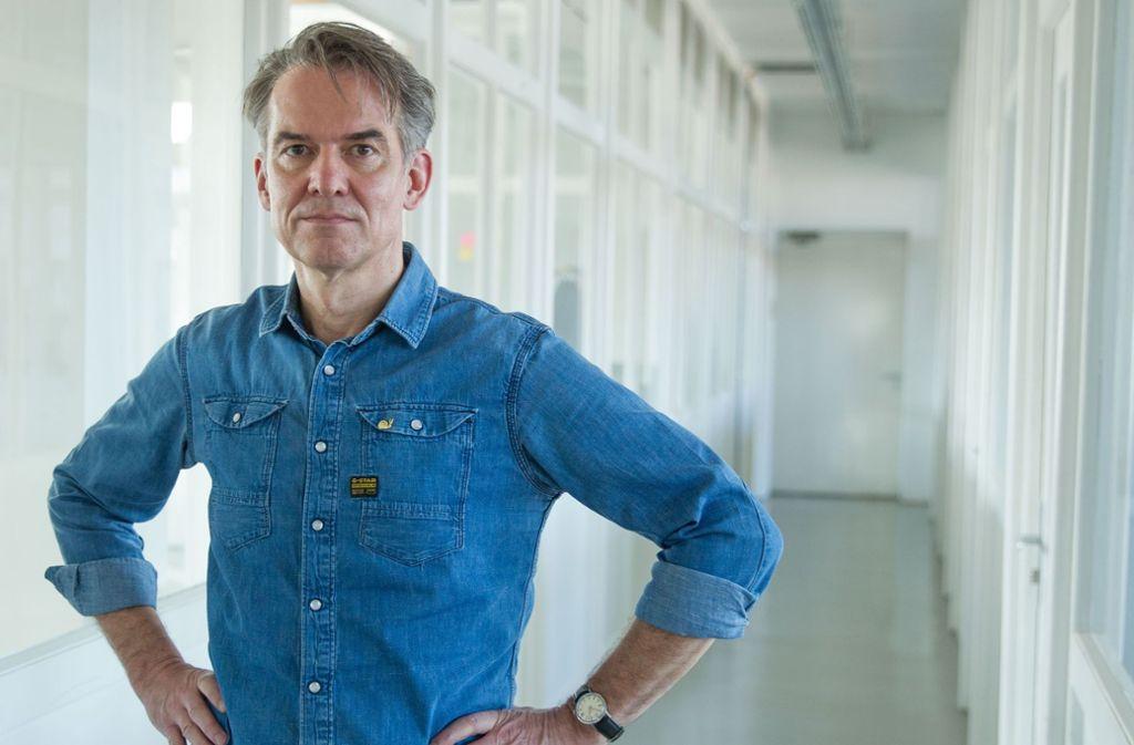 Der Grafiker Markus Wagner macht ehrenamtlich Werbung für soziale Projekte. Foto: Lichtgut/Leif Piechowski