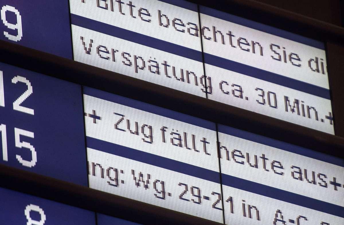 Bei Zugverspätungen der Deutschen Bahn sollten Kunden nach Ansicht von Verbraucherschützern   öfter Geld zurückbekommen. Foto: dpa/Lino Mirgeler