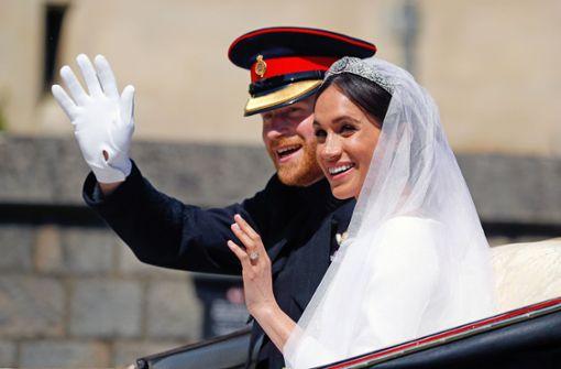 Hochzeitsoutfits von Prinz Harry und Meghan werden ausgestellt