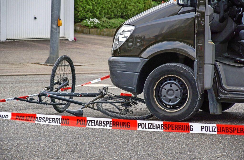 Die Kriminalpolizei und die Spurensicherung ermitteln. Foto: SDMG