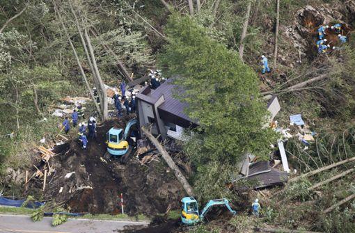 Mindestens zwei Tote bei schwerem Erdbeben im Nordjapan