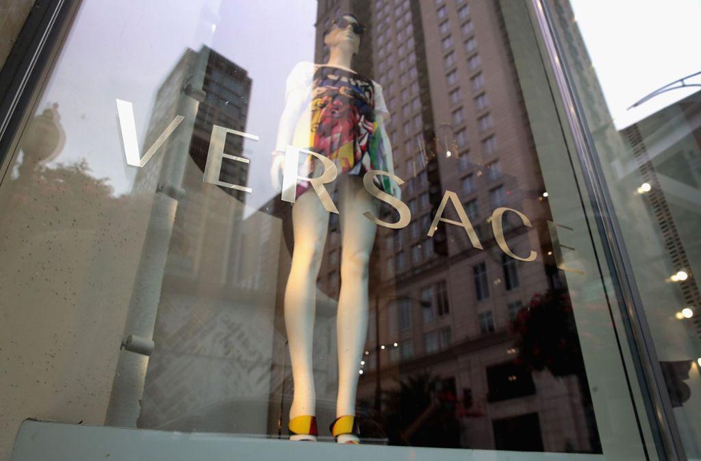Versace entschuldigte sich am Sonntag für das T-Shirt. (Symbolbild) Foto: AFP
