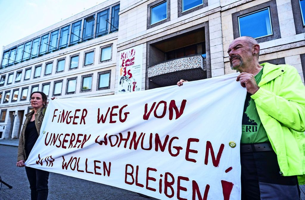 Während der Debatte zum Wohnungsbau im Rathaus fand davor eine Demonstration gegen den Wohnungsmangel statt. Foto: Lichtgut/Max Kovalenko