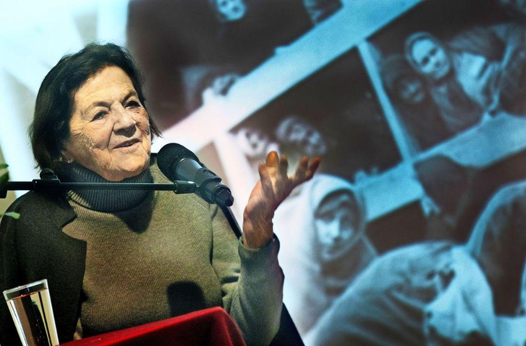 Eva Erben berührte mit ihrer Lebensgeschichte die Zuhörer in der Aula der Freien Evangelischen Schule. Foto: Ines Rudel