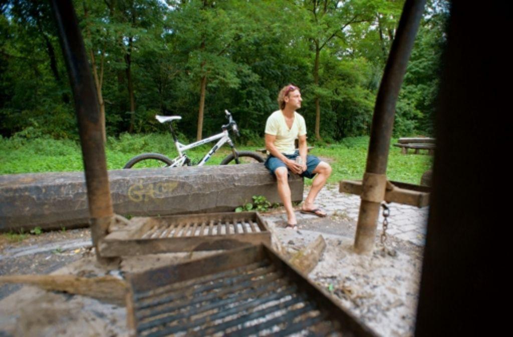 Am Kräherwald grillen Groß und Klein. Foto: Martin Stollberg
