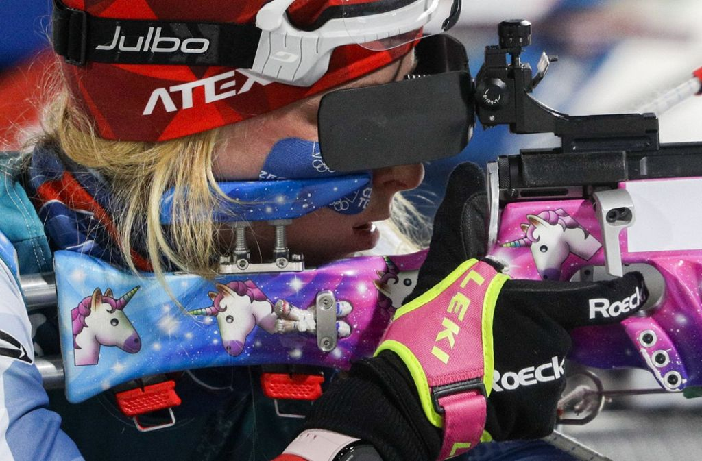 Biathletin Marketa Davidova sorgt mit ihrem Einhorn-Gewehr bei den Olympischen Winterspielen 2018 in Pyeongchang für einen echten Hingucker. Foto: AP