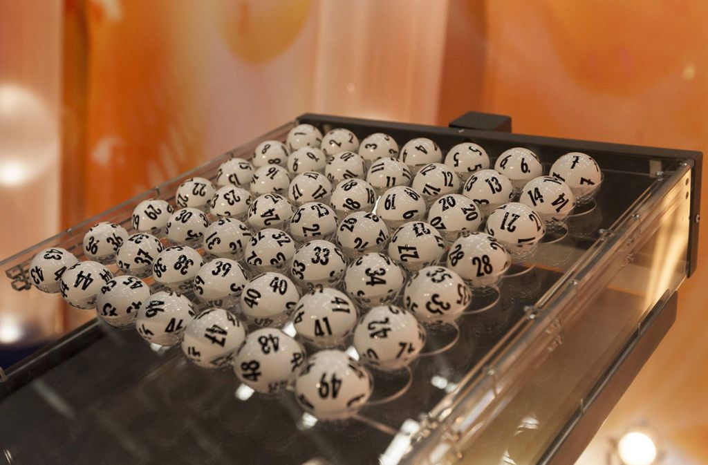 Bei der  Ziehung im Spiel 77 gewann der Lottospieler mit sieben Gewinnziffern den Jackpot. Foto: imago stock&people/imago stock&people